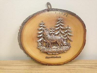 Vintage Natural Tree Section Wolf Howling In Forrest Niagara Falls Wall Plaque