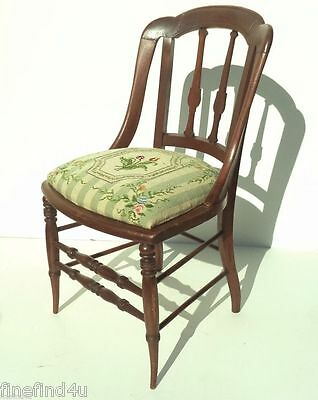Charming Vintage Victorian Wlanut Needlepoint Cushioned Side Chair