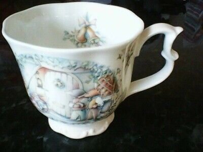 ROYAL ALBERT Bone China WIND IN THE WILLOWS THE CAROL SINGERS CUP.
