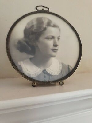 Antique Early 1900's Round Ornate Silver Easel Picture Frame Ball Feet B/W Photo