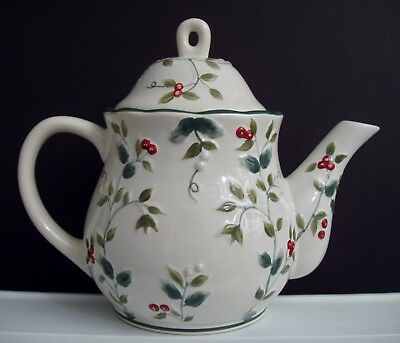 Pfaltzgraff Christmas Winterberry Teapot Lid 4-Cups Holly Red Berries Sculpted
