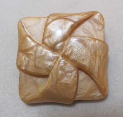 """Vtg 2"""" Square Visually Soft Sculpted 3D Molded Marbleized Beige Lucite Brooch"""