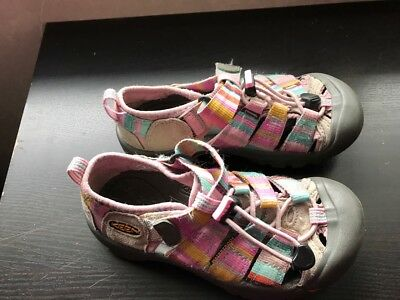 Great pair of  Girls  Pink Canvas  KEEN  Sandals  Size  13
