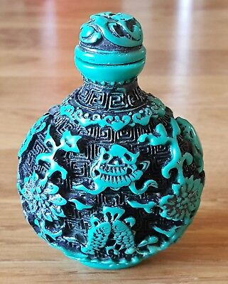 Chinese ceramic carved turquoise Victorian oriental antique fish snuff bottle