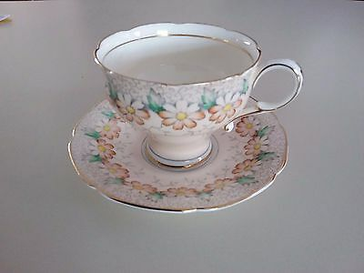 Paragon Tea Cup & Saucer Daisies Double Warrant Fine Bone China 1930's-1940's