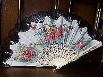 COLLECTABLE  vintage floral souvenir lace trim folding hand fan