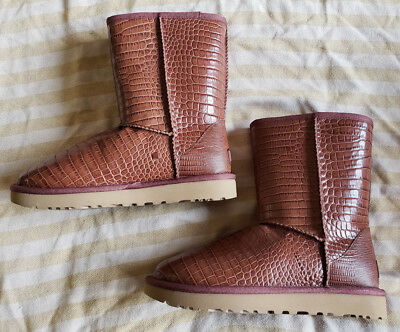df22e441618 NEW UGG CLASSIC Short Croco Lonely Hearts Leather Sheepskin Boots ...