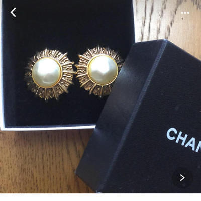 f10f0cc67b7 Authentic CHANEL Vintage Earring Clip Gold Pearl Logo CC Coco USED HCE422