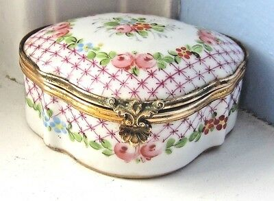 Antique FRENCH Limoges Hand Painted PORCELAIN Trinket Box