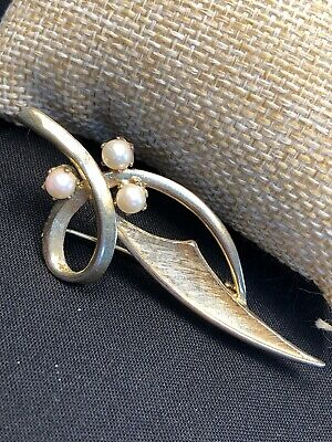 Vintage BROOKS signed gold tone Swirl Leaf 3 Genuine White pearls BROOCH Pin