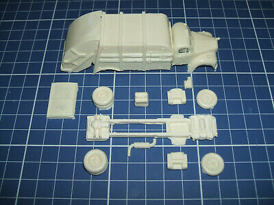 Discontinued - 1/87 Ho Scale Resin Kit - Leach Garbage Truck