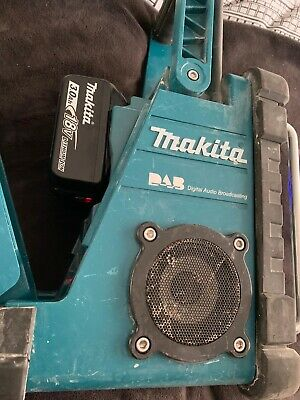 makita dmr104 dab site radio and 1 x 3.0ah 18v lxt battery With Light Indicator