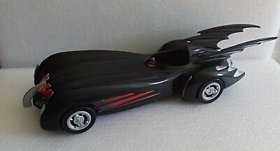 BATMOBILE CARDED DIE CAST MODEL MADE IN 1997 BATMAN /& ROBIN