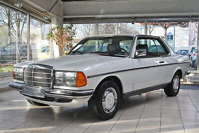 Mercedes Benz 230 CE W123 Coupe