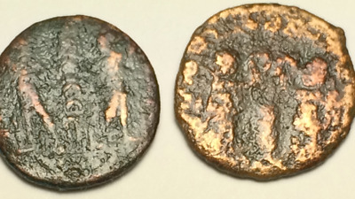 ANCIENT AUTH. 2 ROMAN coins 307 AD. 2 LEGION SOLDIERS and 2 WINGED VICTORY- RING