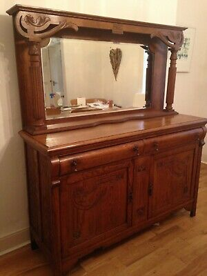 Lovely oak dresser / sideboard with mirrored top with 2 drawers and 2 doors.