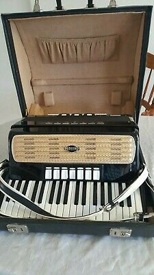 DELICIA Carmen II 80 Bass Piano Accordion.