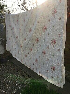 Beautiful vintage rose pattern Durham hand stitched large  reversible quilt