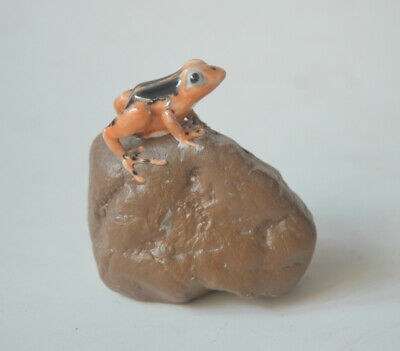 Fine China Ancient Porcelain Carving Frog On Stone Shaped Statue 2.95""