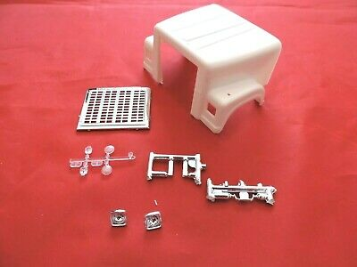 Model Truck Parts AMT International Transtar 4300 Eagle Hood and Grille 1/25