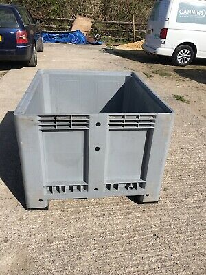 Plastic Pallet Storage Bin With lid.