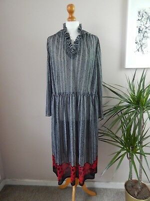 Retro Vintage 1970's Stripe and Floral Dress - Black, White and Red