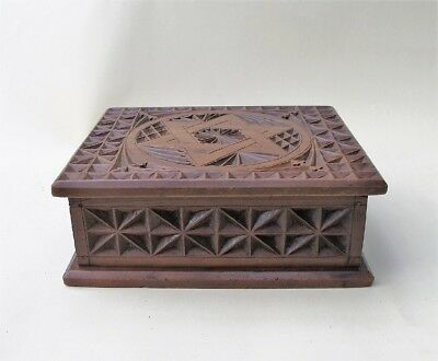 VINTAGE CHIP-CARVED KAURI PINE TRINKET BOX Australian
