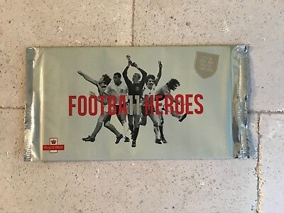 Royal Mail 2013  Football Heroes  Prestige Stamp Book Dy7