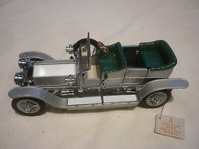 A Franklin mint scale model of a 1907 Rolls Royce silver ghost. no box