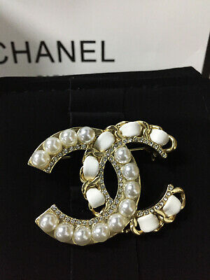 a1e66a9d2 2019 Nwt Chanel Pearl Crystal Cc Brooch White Leather Medium Pin 18K-Gold