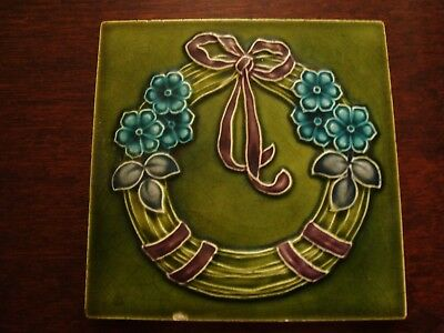 Art Nouveau Relief Moulded & Tubelined Flower Garland Tile  19/54