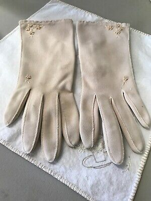 Vintage ladies nylon cream colored dress gloves With Embroidered Flowers Sz 7