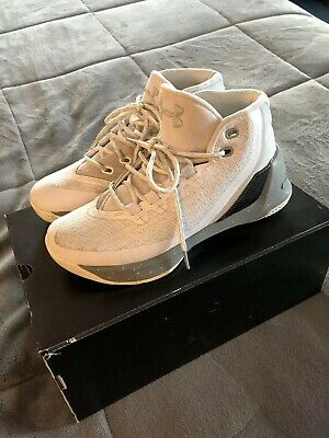 1b6ba18e18a3 UNDER ARMOUR STEPH CURRY 3 KIDS YOUTH BASKETBALL WHITE SILVER SNEAKERS Size  5Y