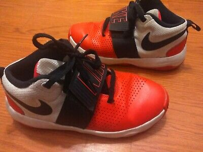 reputable site ae55f ca5a6 NIKE Team Hustle D8 Boys Basketball Sneakers Shoes Youth Size 6Y