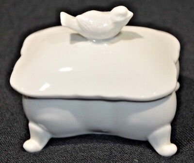 PARIS ROYAL WHITE Footed PORCELAIN LIDDED TRINKET BOX WITH  BIRD 028
