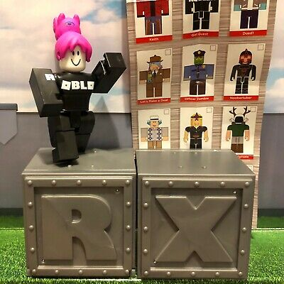 Girl Guest ROBLOX Mini Figure with Virtual Game Code Series 1 NEW