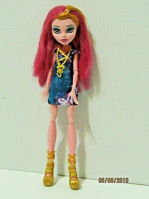 Monster High Gigi Grant Freaky Field Trip Doll Dress Necklace Shoes