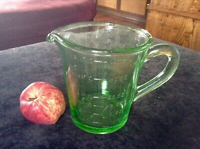 Vintage Green Depression Glass 2 Pints Measure Jug. Art D