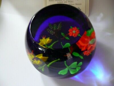 Limited Edition Caithness Paperweight, National Flowers 12/250..........ref.1720