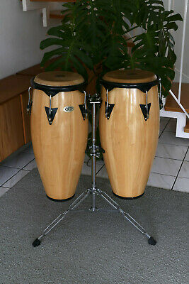 Zwei Cosmic Percussion CP Congas inklusive Ständer
