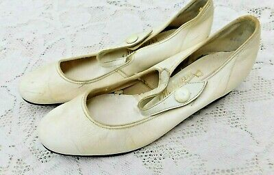 VINTAGE 1960's WHITE LEATHER MUYSKETEERS OF CALIFORNIA LADIES MARY JANE SHOES 6