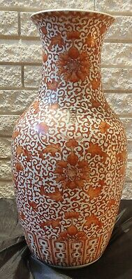 A Chinese Iron Red Porcelain Vase, Qing Dynasty, 19Th Century