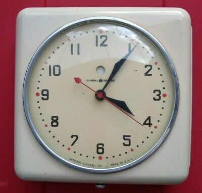 Vintage General Electric Model 2H08 GE Red Dot Retro Kitchen Wall Clock