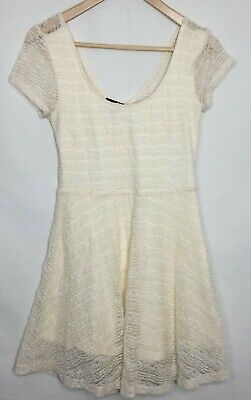 999174f02428 Forever 21 Junior's Dress Fit Flare Lace Over Lay Scoop Short Sleeve Cream  Small