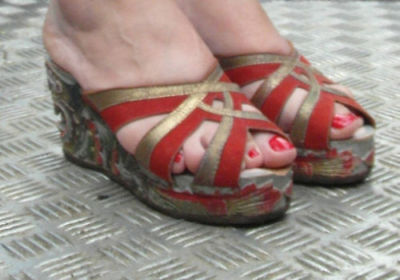 1940s PLATFORMS Chinese dragon carved Wood shoes Gold Red Leather + suede 5, 6 !
