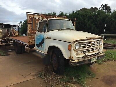 1972 interational D1610 tray truck 304 v8  motor sold as is vintage old school
