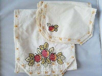Vintage Table Linens Cream Embroidered Fruit Table Runner & 4 Placemats Home
