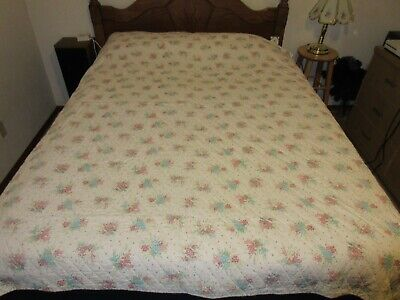 Vintage Hand Quilted Floral Cutter Quilt 66 x 87