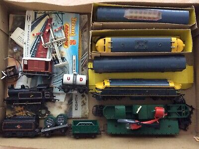 Vintage Tri-ang Deisel Locomotives ,Carriages, Track Victorian Railways R159A