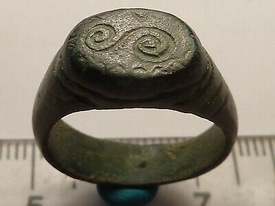 3808	Ancient Roman bronze ring with decoration 18 mm